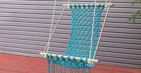 Hamaca con madera y cordón de macramé