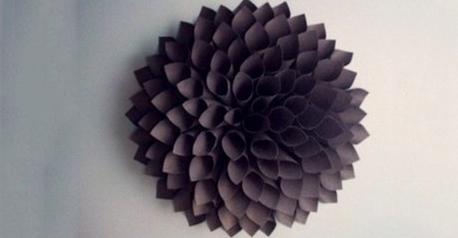 Flor decorativa de papel y cartón
